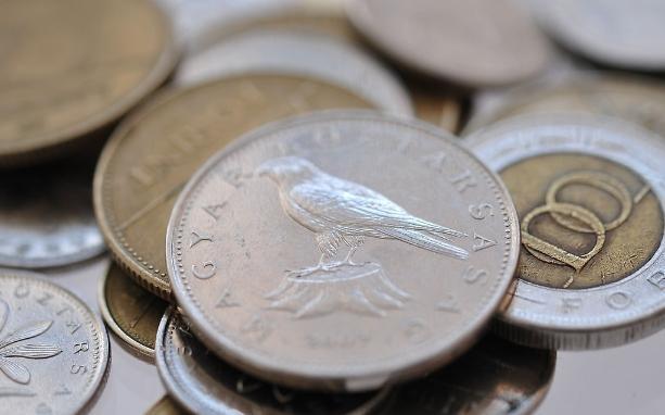 """韩国纸币最大面值_旅游回来国外硬币成""""废金属"""",银行不给兑换"""