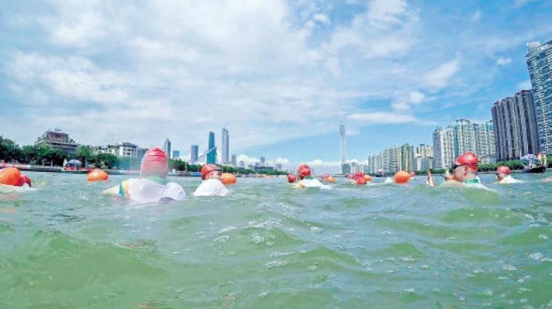 横渡珠江。资料图片