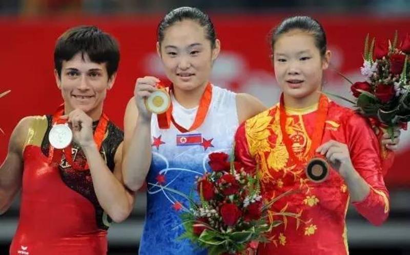 2008年北京奥运会,丘索维金娜参加跳马比赛并获得银牌