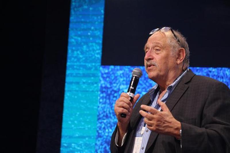 以色列科技创业之父尤西•瓦尔迪(Yossi Vardi)在广州国际创新节上进行主题演讲