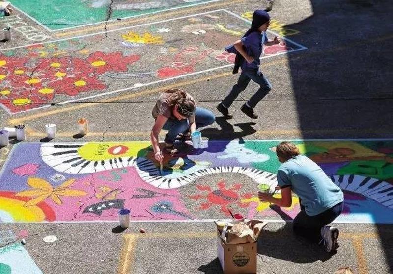 你完全可以涂鸦设计 自己喜欢的图案 用here气球指引的停车位 哪有图片