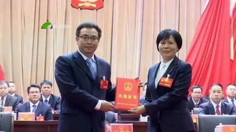林小龙当选为南雄市长,陈来安当选为翁源县长图片